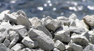 Why crushed stone in concrete