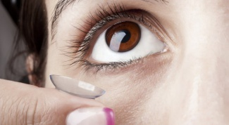 Colored lenses for dark eyes