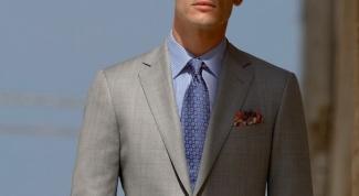 Какой галстук подойдет к голубой рубашке и серому костюму