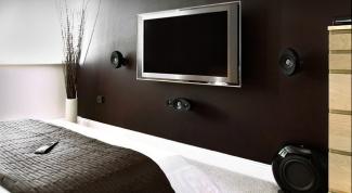 Телевизор в спальне: прихоть или необходимость