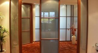 Какой шкаф более вместительный: угловой или прямой?