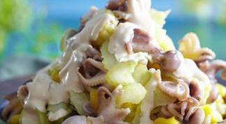 Салат с осьминогами и манго