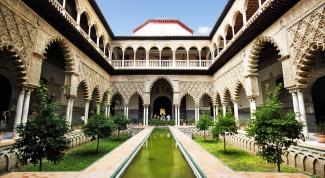 Испанские замки с ноткой Востока