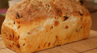 Как приготовить хлеб с чесноком, базиликом и помидорами