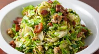 Как приготовить теплый салат с яблоком и брюссельской капустой
