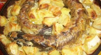 Щука, запеченная с картофелем