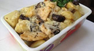 Жареные грибы с куриным филе и стручковой фасолью