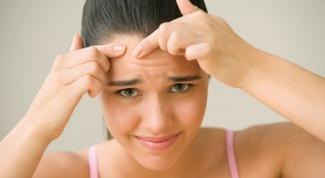 Сыпь на лбу: причины, лечение