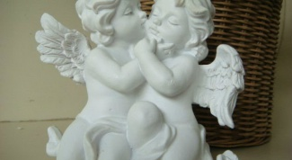Can the house have statues of angels as decorations