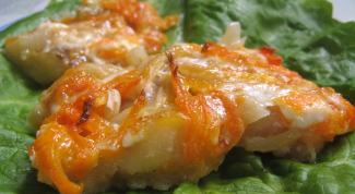 How to cook fish with carrots and onions in the oven