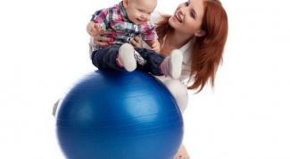 Упражнения на мяче для грудничков – полезно и весело