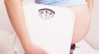 What is the normal weight gain at gestational age of 26-27 weeks