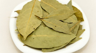 How to add a Bay leaf to soups