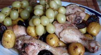 Курица с сухофруктами и виноградом