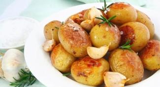 Как приготовить круглую картошку со сметаной и зеленью