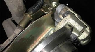 Какие задние тормоза в автомобиле лучше: дисковые или барабанные