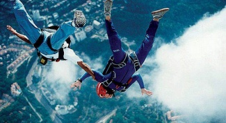 What is the minimum height for a parachute jump