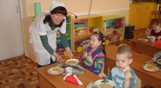 What is the responsibility of nurses in kindergarten