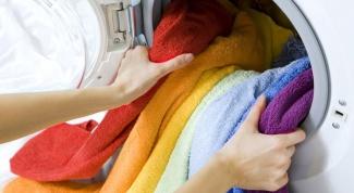Как вывести на светлой одежде голубое пятно от стирального порошка