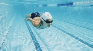 Что нужно брать с собой в бассейн