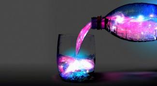 Как сделать светящуюся воду в домашних условиях