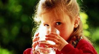 Можно ли пить минеральную воду детям: за и против