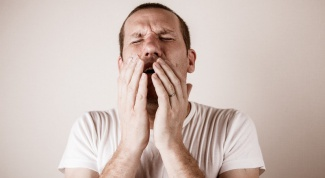 What to do if a bad cough at night: first aid for laryngitis