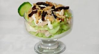 Как приготовить салат с вареной курицей и черносливом