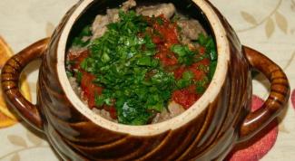 Томленые в горшочках овощи с мясом
