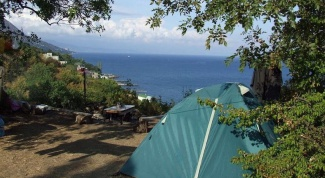 How to rest in the Crimea with a tent