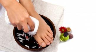 Как устранить запах пота ног