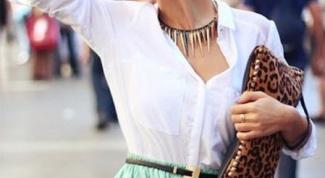 Какой цвет юбки подходит к белой блузе