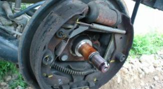 Как заменить тормозные колодки на ВАЗ 2105