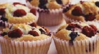Рассыпчатые кексы с миндалем и ягодами