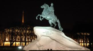 Из чего отлит памятник Медный всадник