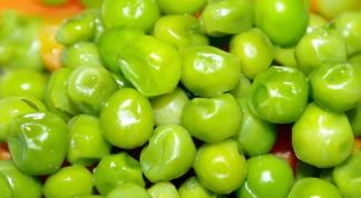 Как приготовить салат с консервированным горошком