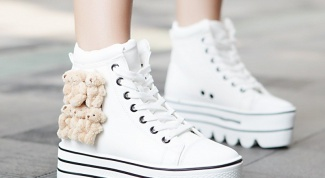 Как выбрать кроссовки на высокой подошве