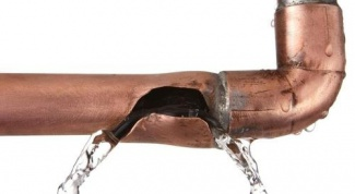 What to do if the apartment burst pipe