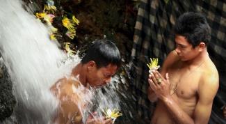 Обряд духовного очищения на Бали