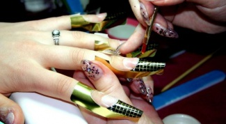 От чего болят ногтевые пластины на руках