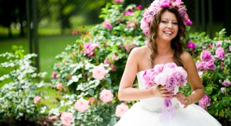 How to weave the Bridal wreath on the head of flowers in their hands