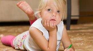 С какого возраста ребенка можно определить левшу