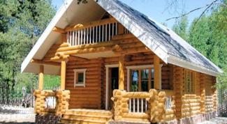 Крыльцо деревянного дома - красиво и удобно