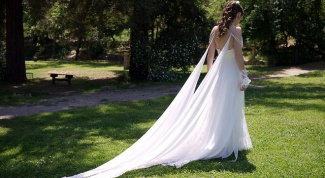 What wedding dress would suit a slim girl