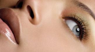 Какими упражнениями можно убрать мешки под глазами
