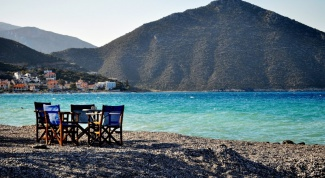 What is the resort of a Greek to choose to stay
