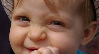 Чем помочь ребенку, когда режутся зубы