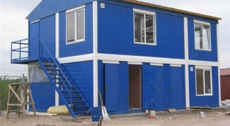 How to make a country house from a container with their hands