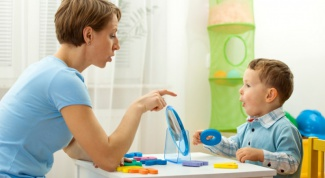 Когда ребенок должен сказать первое слово