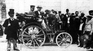 Первые автомобили, выпущенные в России